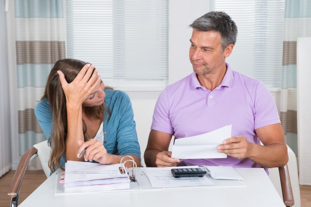 accountant helping a girl do her taxes