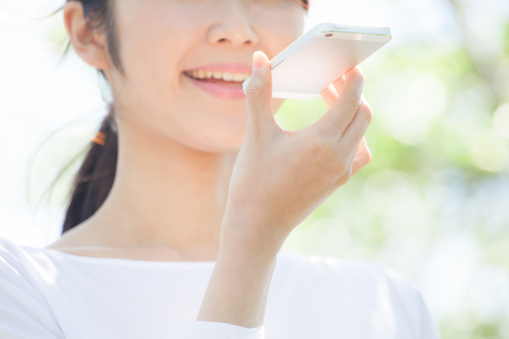woman speaking to her phone